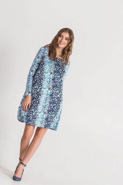 Трикотажное платье клеш с принтом веточки на молочном фоне