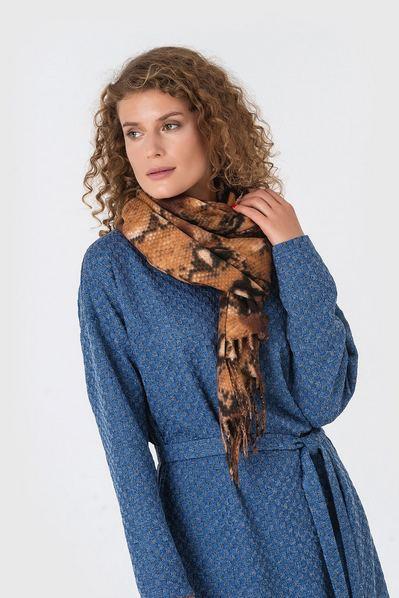 Светло-коричневый шарф змеиный принт