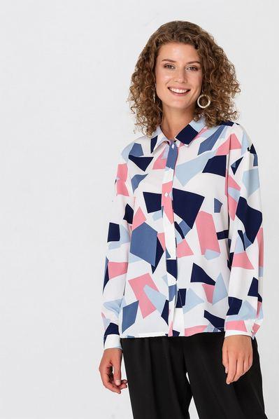 Женская блузка небесно-фрезовые фигуры на молочном