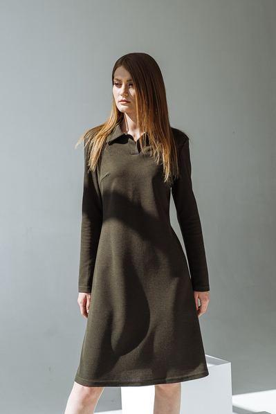 Измурудное платье-рубашка с воротником