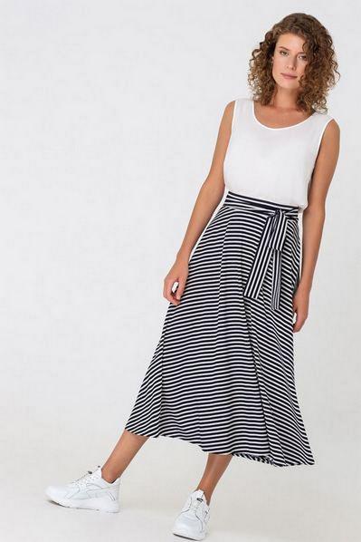 Деми юбка с поясом в синюю полоску