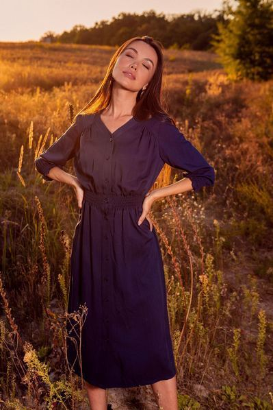 Темно-синее платье до колен из плотного штапеля
