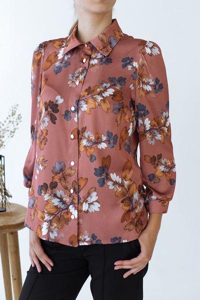Блузка с планкой цветы на терракотовом фоне
