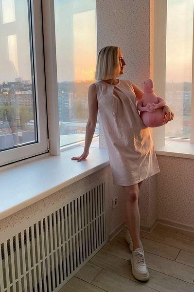 Пудровое платье льняное А-силуэта
